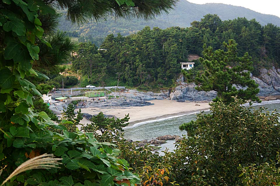 Sindeok Beach (145k image)