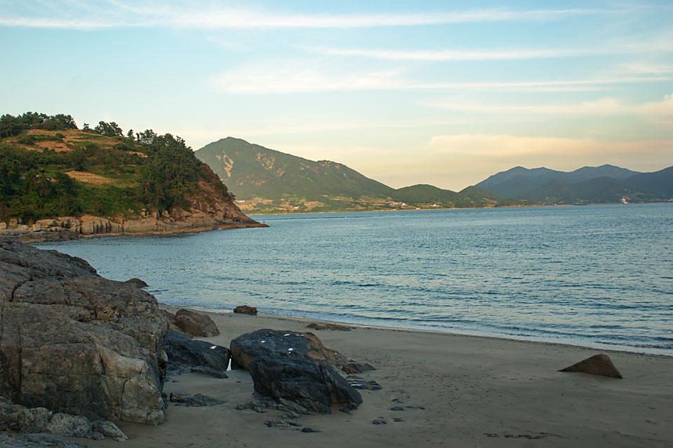 Sindeok Beach (117k image)